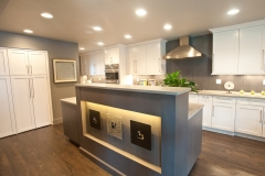 Beautiful Renovated Modern Kitchen Design - Renovations Near Me